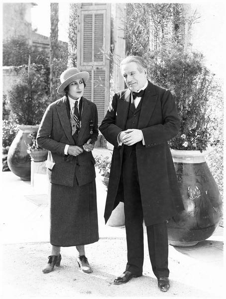 Madame Mouchin (A. Tissot) et le père Pascaud (A. Bras)