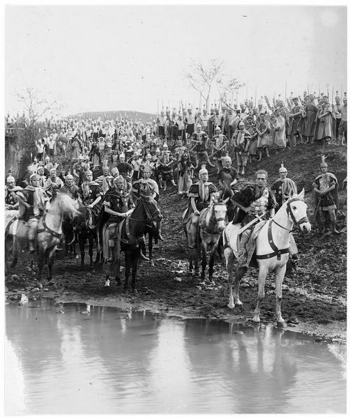 Les légionnaires romains s'apprêtant à traverser une rivière