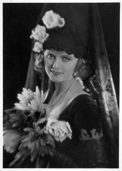 Portrait de Karina Bell dans le film 'La ville éternelle'