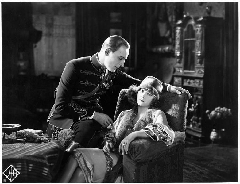Le prince Edwin von Weylersheim (O. Marion) et Sylva Verescu (L. Haid)