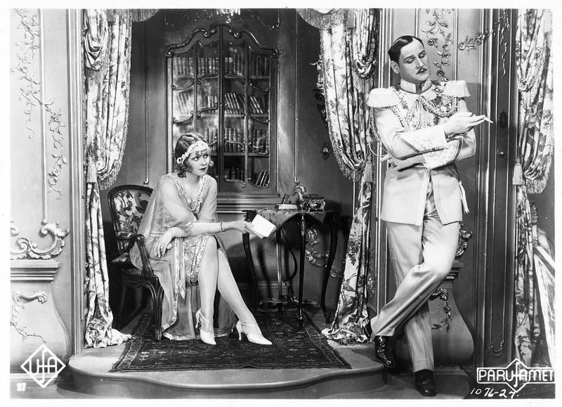 Un homme et une femme (L. Haid) en train de discuter
