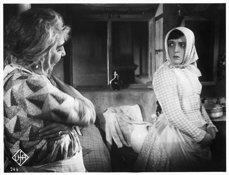 Julia Balog (D. Parlo) et Mademoiselle Czibulka (I. Grüning)
