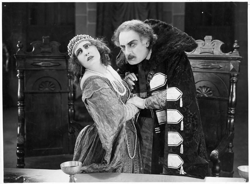 Un homme menaçant une femme (L. Parry)