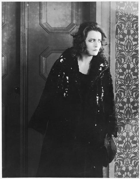 Une femme (R. Weyher)