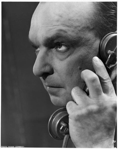 Portrait de Pierre Renoir au téléphone