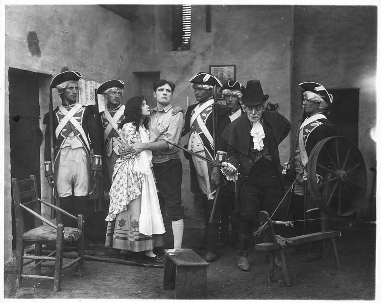 L'arrestation du fiancé (S. Olcott) par les gendarmes