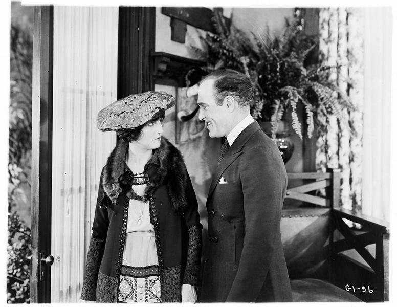 Dorothy Hale (P. Hyland) et Arthur Brown Sarsfield (H. Hamm)