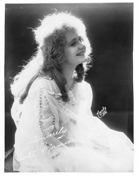 Portrait de Violet Mersereau dans le rôle de Judith Ralston