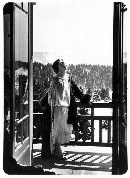 Une femme sur le balcon