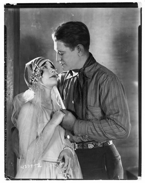 Lee Crush (A. Acord) et Mary Shawn (E. Yorke)