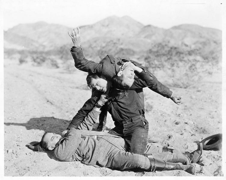 Jack Derry (J. Dempsey) et Leonard Billigns (H. Mayall) se bagarrant