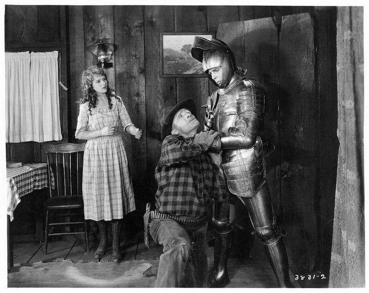 Un homme revêtu d'une armure (H. Gibson) menaçant un autre homme de l'étrangler