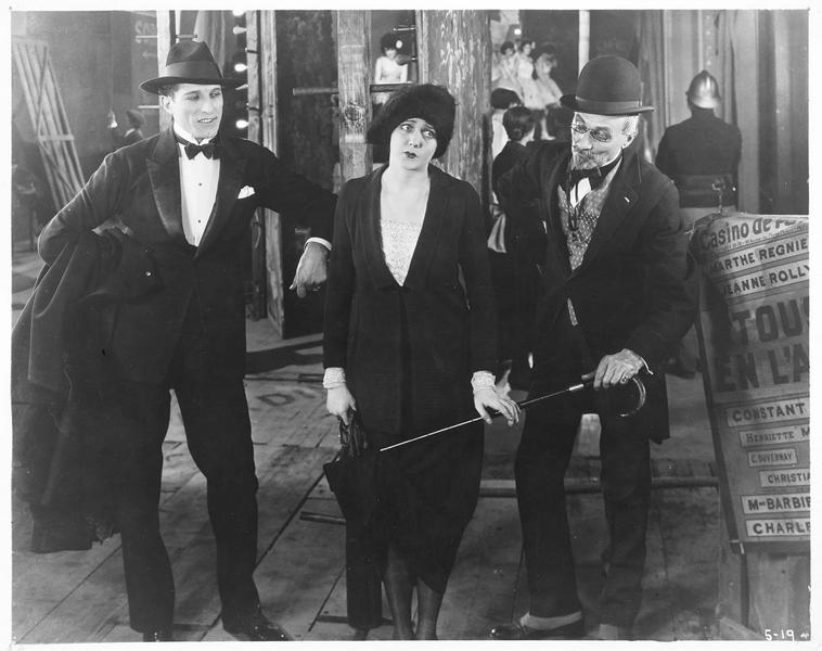 Mona Reid, la phalène blanche (B. La Marr) dans les coulisses d'un théâtre