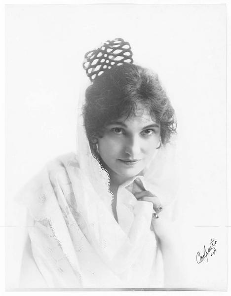 Portrait de Lucille Young