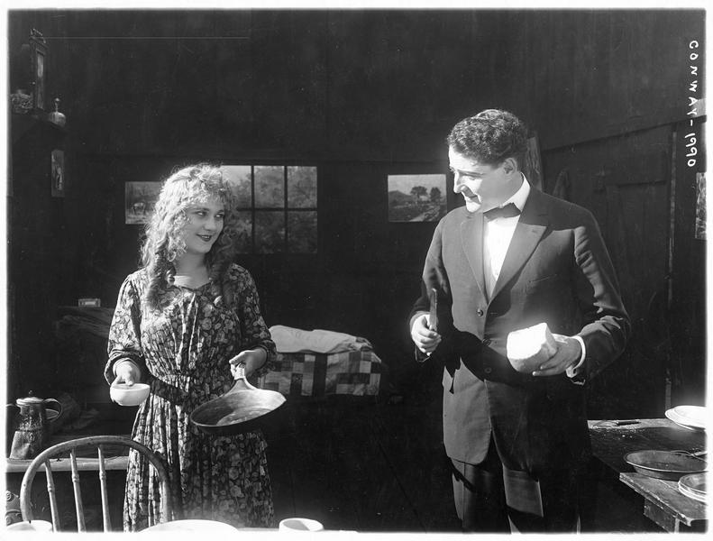 Chattfield Bruce (J. Kerrigan) et Marjorie Woods (L. Lovely)