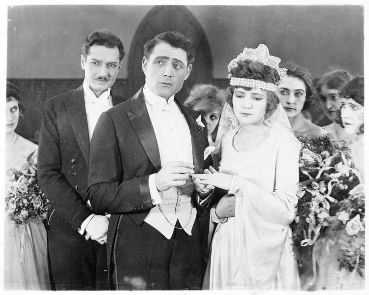 Le mariage de Cyril Gordon (J. Kerrigan) et de Celia Hathaway (L. Wilson)