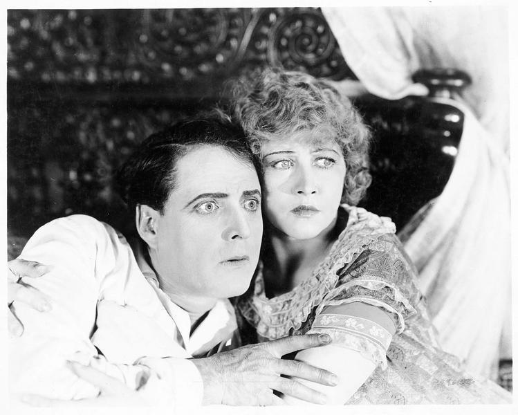 Jack Standish (J. Kerrigan) et Mary Rogers (A. Q. Nilsson)