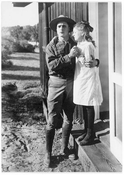 Le shérif (G. Walsh) et l'enfant