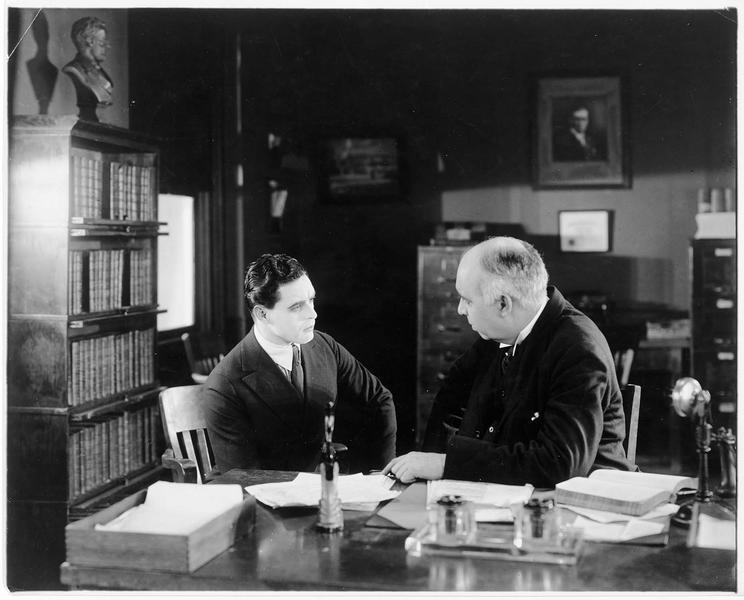 Horace Barney-Jack Trevor (G. Walsh) au bureau