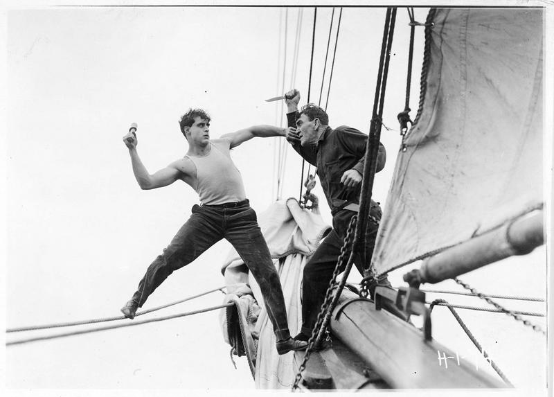 Shark Rawley (G. Walsh) se bagarrant sur le bateau