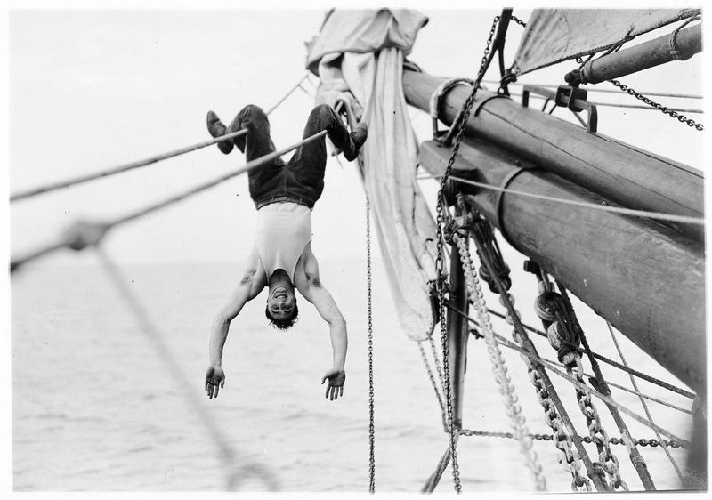 Shark Rawley (G. Walsh) en équilibre sur les cordages