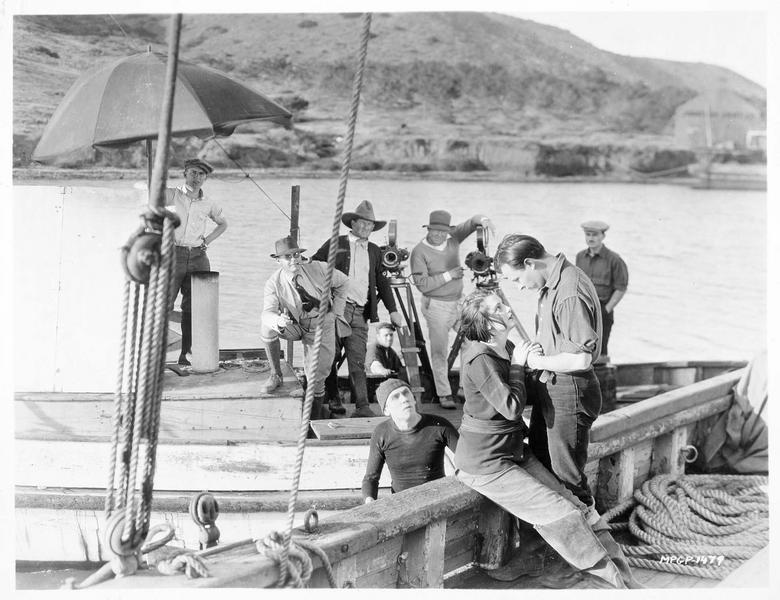 Tournage d'une scène sur un bateau
