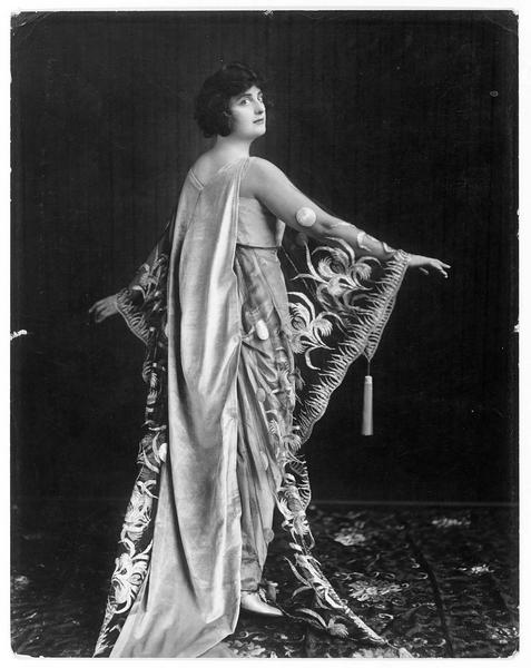 Portrait de Margarita Fisher dans le rôle de Leila Cole
