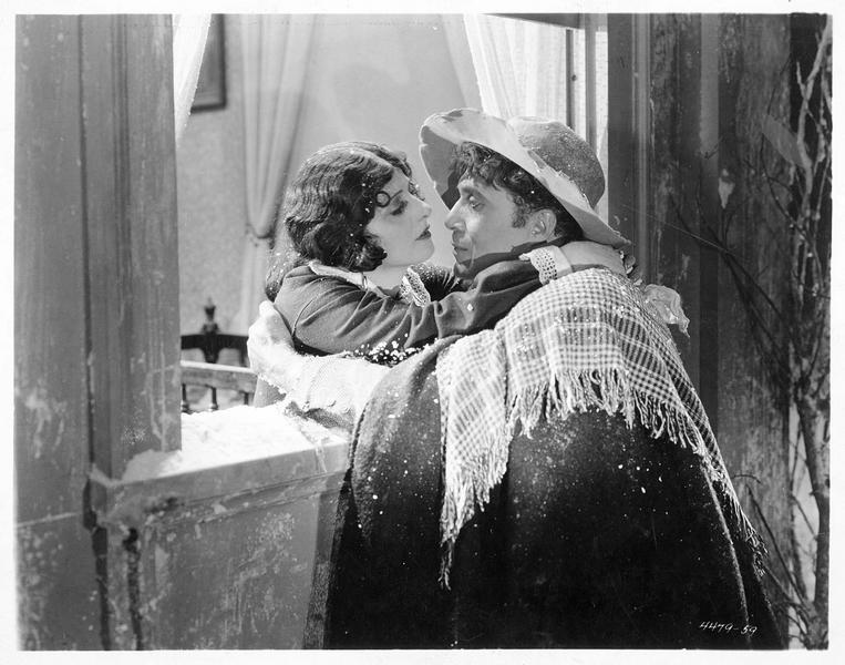 Eliza (M. Fisher) enlaçant George Harris (A. E. Carewe)