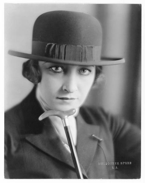 Portrait de Pauline Frederick dans le rôle d'Iris Bellamy
