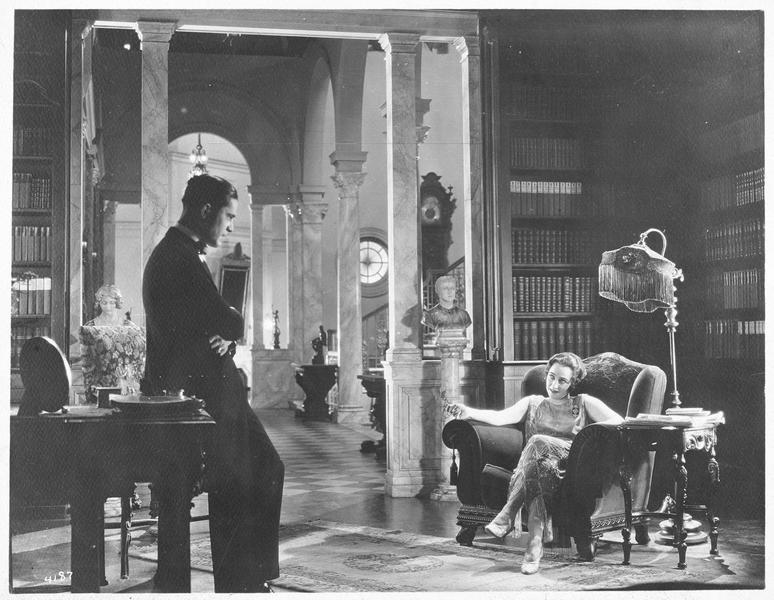 Jane Vale (P. Frederick) et Robert Elliott (M. MacGregor) dans leur salon