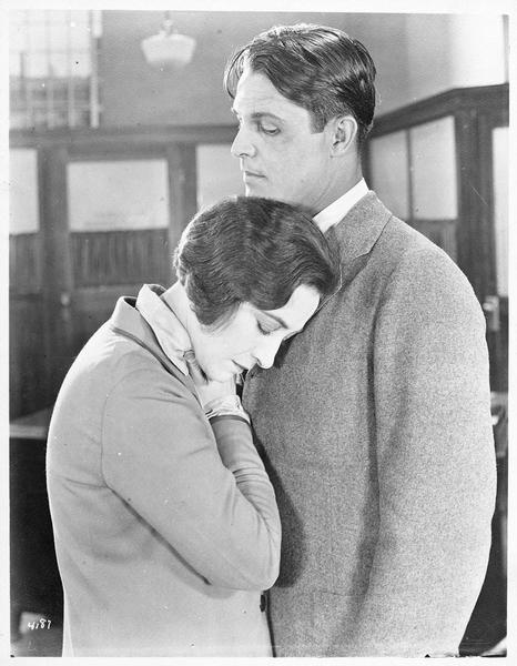 Jane Vale (P. Frederick) et Robert Elliott (M. MacGregor)