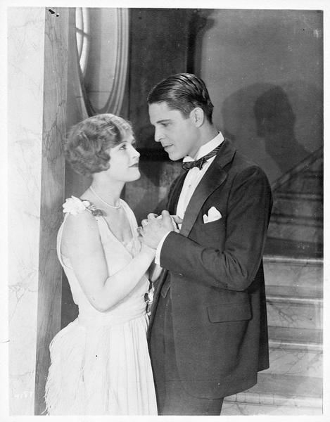 Dorothy Vale (L. La Plante), la jeune soeur de Jane, et Robert Elliott (M. MacGregor)