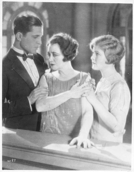 Jane Vale (P. Frederick), Robert Elliott (M. MacGregor) et Dorothy Vale (L. La Plante)