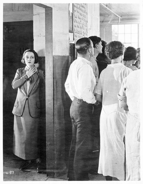 Jane Vale (P. Frederick) dans son entreprise de confection