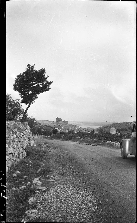 Panorama sur le village, les ruines du château dominant l'ensemble