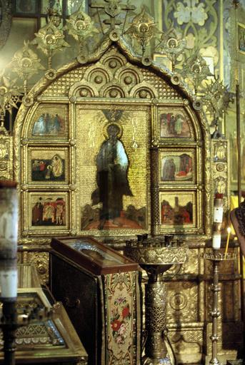 Grande icône polyptyque : Saint Pierre apôtre avec ses six panneaux latéraux, son piétement et son encadrement