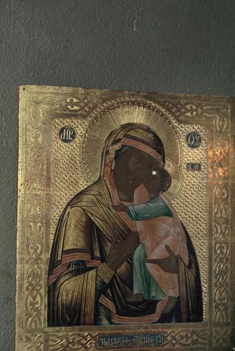 Icône de la Mère de Dieu de Smolensk dite Notre-Dame de Smolensk avec son coffret et sa veilleuse