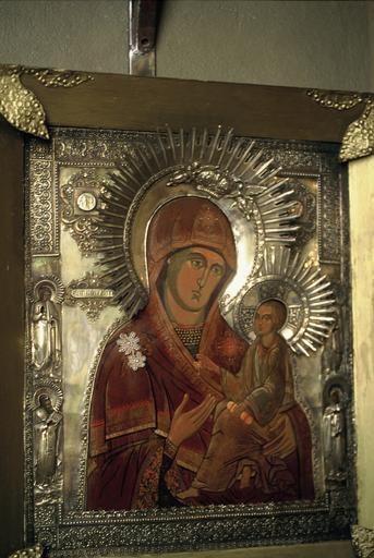 Icône : La Mère de Dieu de Tikhvin avec quatre saints figurés sur les côtés
