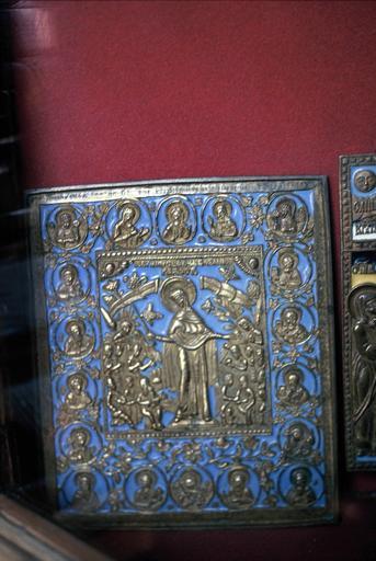 Icône : La Mère de Dieu, Joie des Affligés entourée de saints