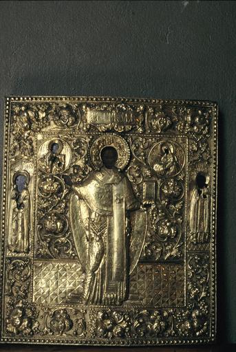 icône : saint Nicolas en pied, représentations du Sauveur et de la Mère de Dieu, de part et d'autre de sa t^te, de Moïse et saint Joseph, à sa droite et à sa gauche