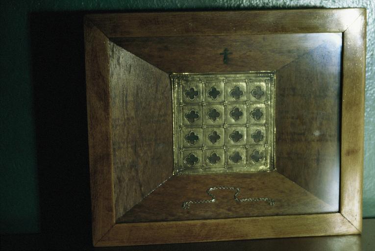 coffre-reliquaire : relique de douze saints