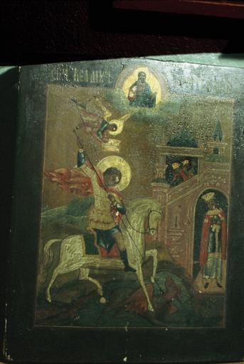 icône : saint Georges le Victorieux, représenté avec le Sauveur et un ange tenant une couronne sur sa tête