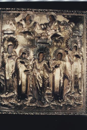 icône : saints et saintes, Antoine le Grand, Févronie, Jean le Théologien, Pierre de Mourmansk et Anastasie, avec le Sauveur et la Mère de Dieu au-dessus d'eux