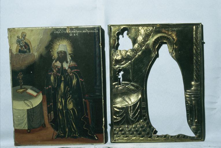 Icône : saint Dimitri, métropolite de Rostov, avec la Vierge de Vatopédie, en haut à gauche