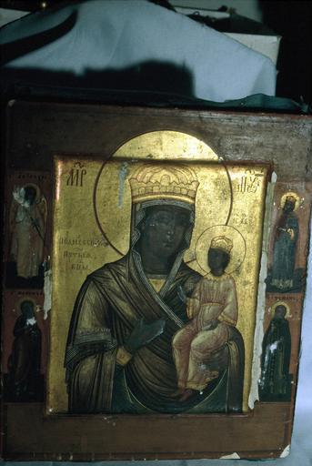 Icône : La Mère de Dieu Roudenvskaïa avec un archange, le roi David et les Saints Nahum et Stéphane