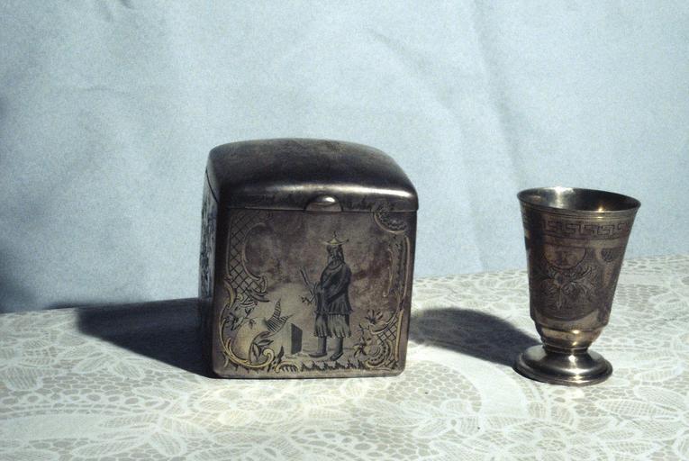Souvenirs du Tsar Alexandre II : boîte à thé