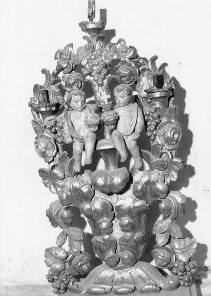 Parure de l'autel majeur : trois paires de vases d'autel (pyramides d'autel), détail