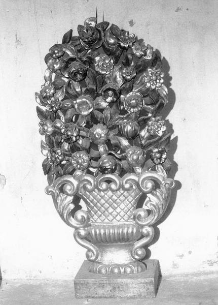 Parure de l'autel majeur : trois paires de vases d'autel (pyramides d'autel)