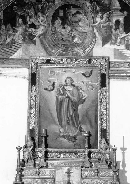 Gradins d'autel et tableau de l'Immaculée Conception avec son encadrement
