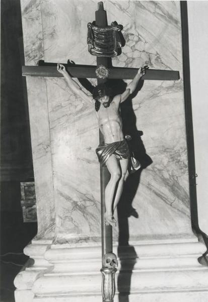 Statue de procession : Christ en croix des Pénitents Blancs
